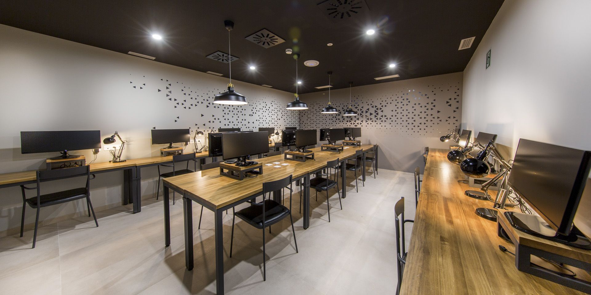 COWORKING ROOMS